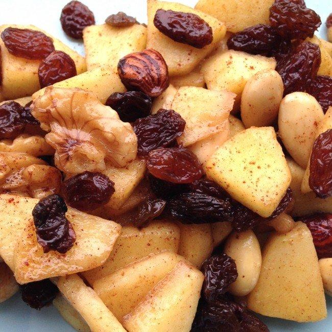 Warme appel met kaneel, rozijnen en noten Healthiness Online