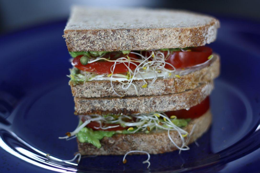 Sandwich met roomkaas, avocado en tomaat Healthiness online