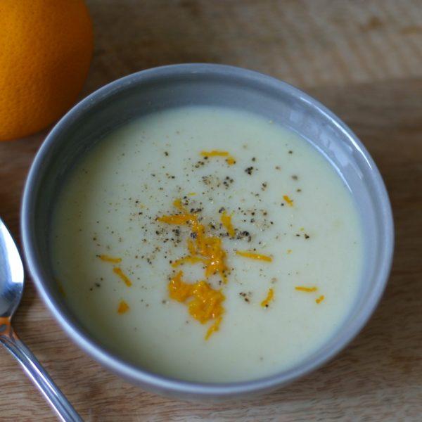 Knolselderijsoep met sinaasappel
